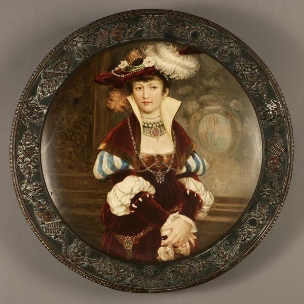 1004: AUSTRIAN CERAMIC PORTRAIT PLATE OF A 17TH C LADY