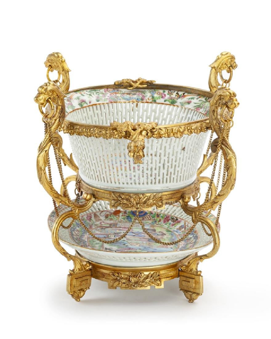 A French gilt-bronze centerpiece - 2
