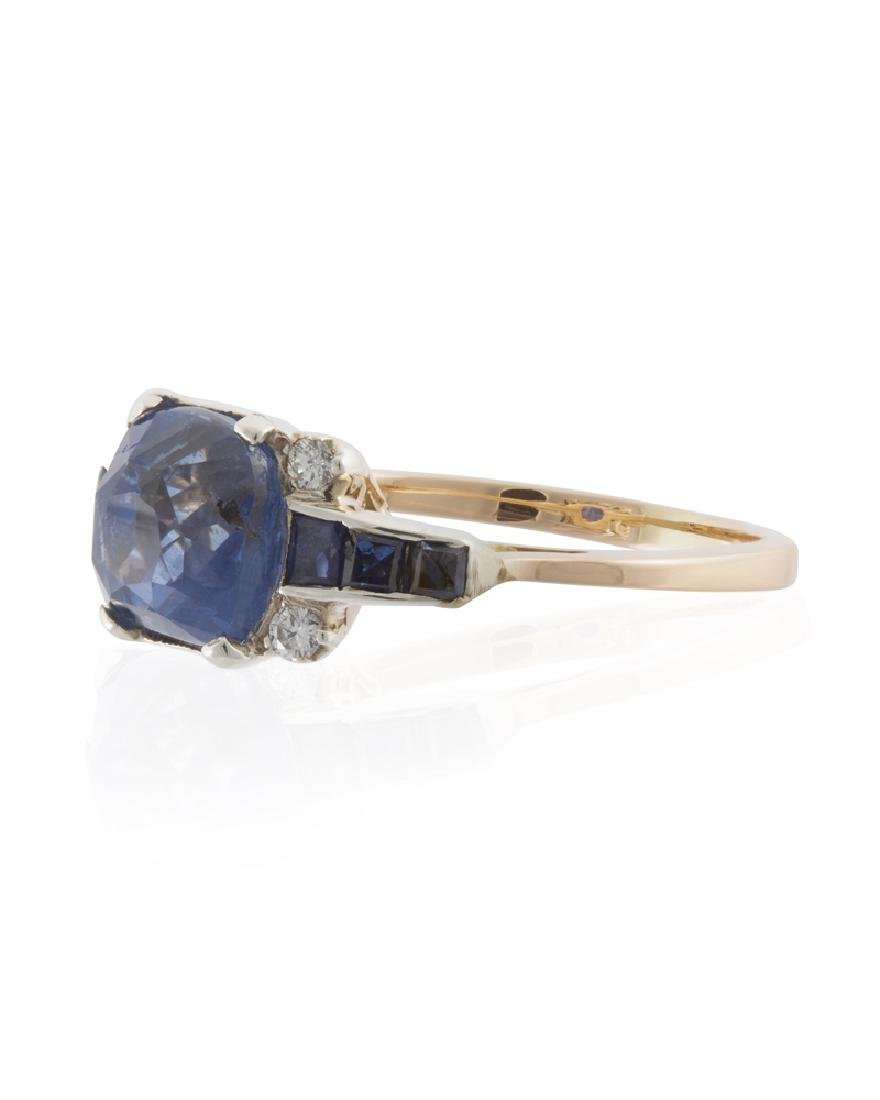 A sapphire and diamond ring - 2