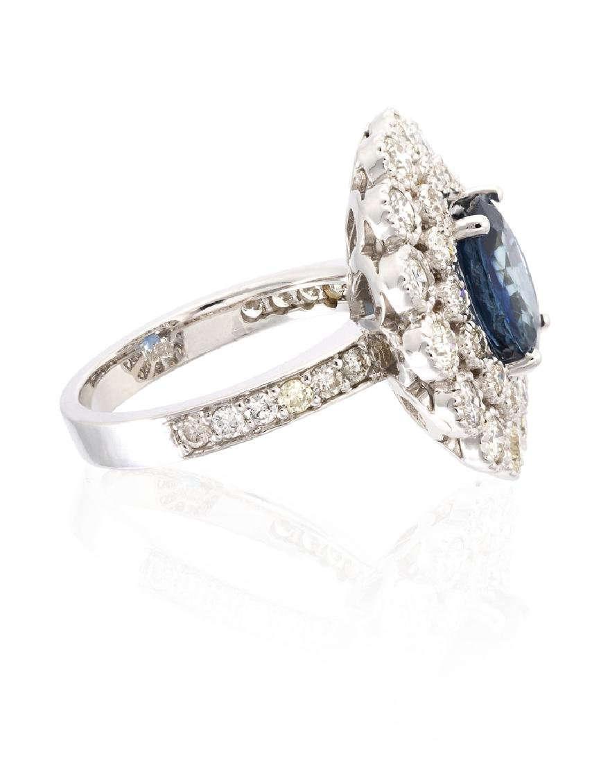 A sapphire and diamond ring - 3