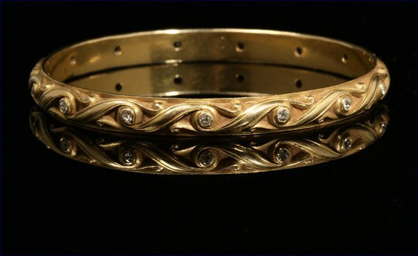 1017: A turn-of-the-century gold and diamond bangle