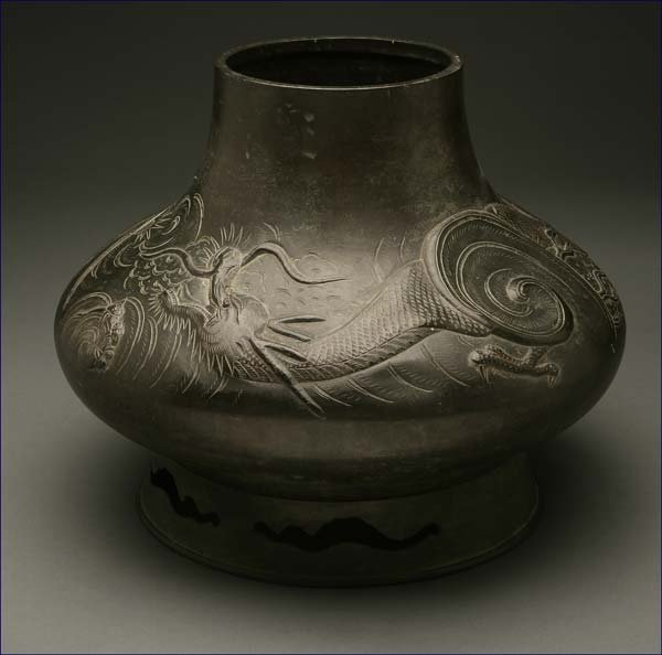 1003: A Japanese patinated bronze vase Dragon