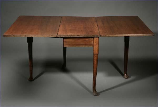 1020: A George II mahogany drop-leaf table