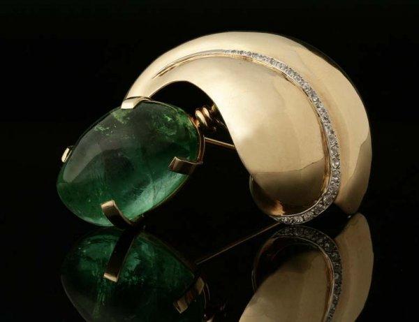 2017: Seaman Schepps emerald and diamond brooch
