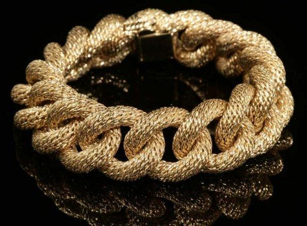 2018: A French 18K yellow gold bracelet
