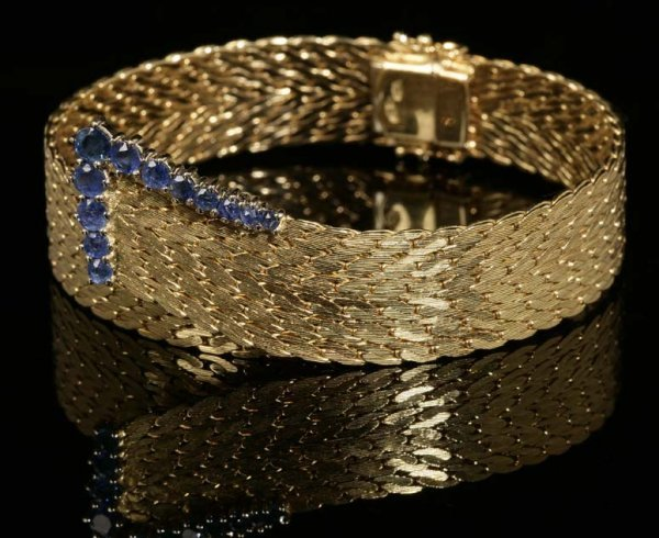 2020: A gold and sapphire bracelet