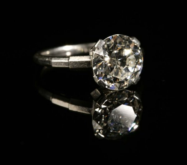 2022: A platinum and diamond solitaire ring