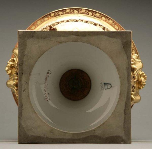 2072: A German porcelain urn Calydonian boar hunt - 4