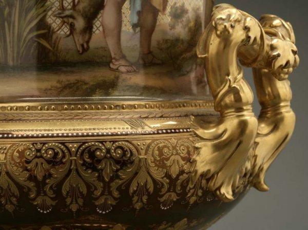 2072: A German porcelain urn Calydonian boar hunt - 6