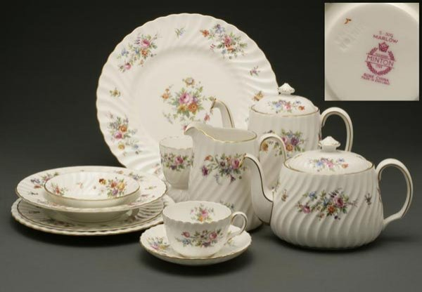 1012: Minton 'Marlow' pattern porcelain dinner service