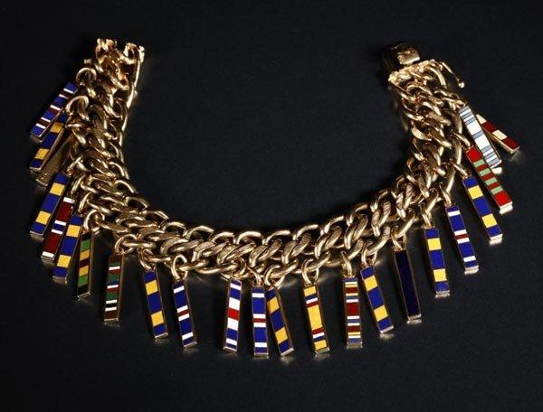1017: An enamel US Military ribbon charm bracelet