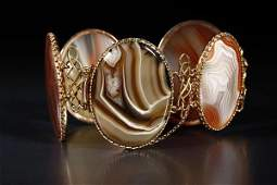 1139: An antique Scottish agate and gold bracelet