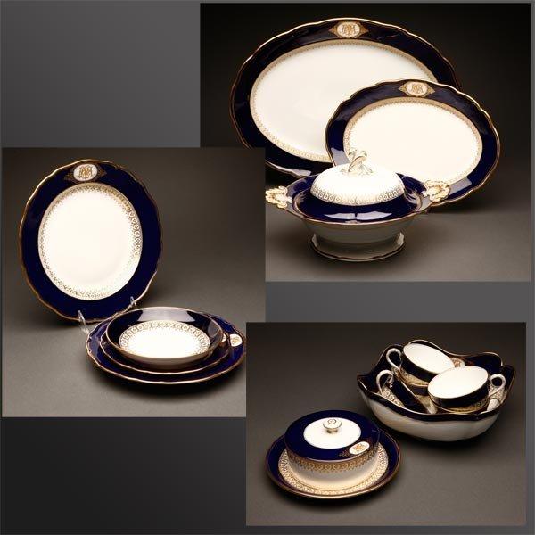 1019: A Meissen blue & gilt porcelain dinner service