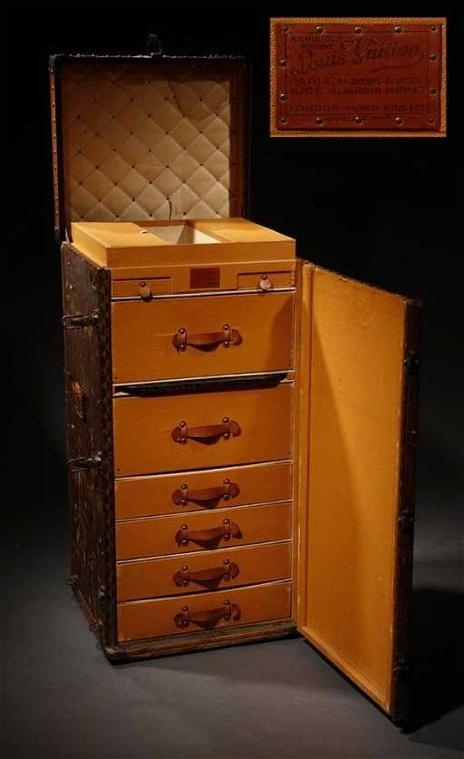 1006 a louis vuitton malle armoire secretaire trunk. Black Bedroom Furniture Sets. Home Design Ideas
