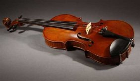 2186: A vintage violin and two bows, one Paris