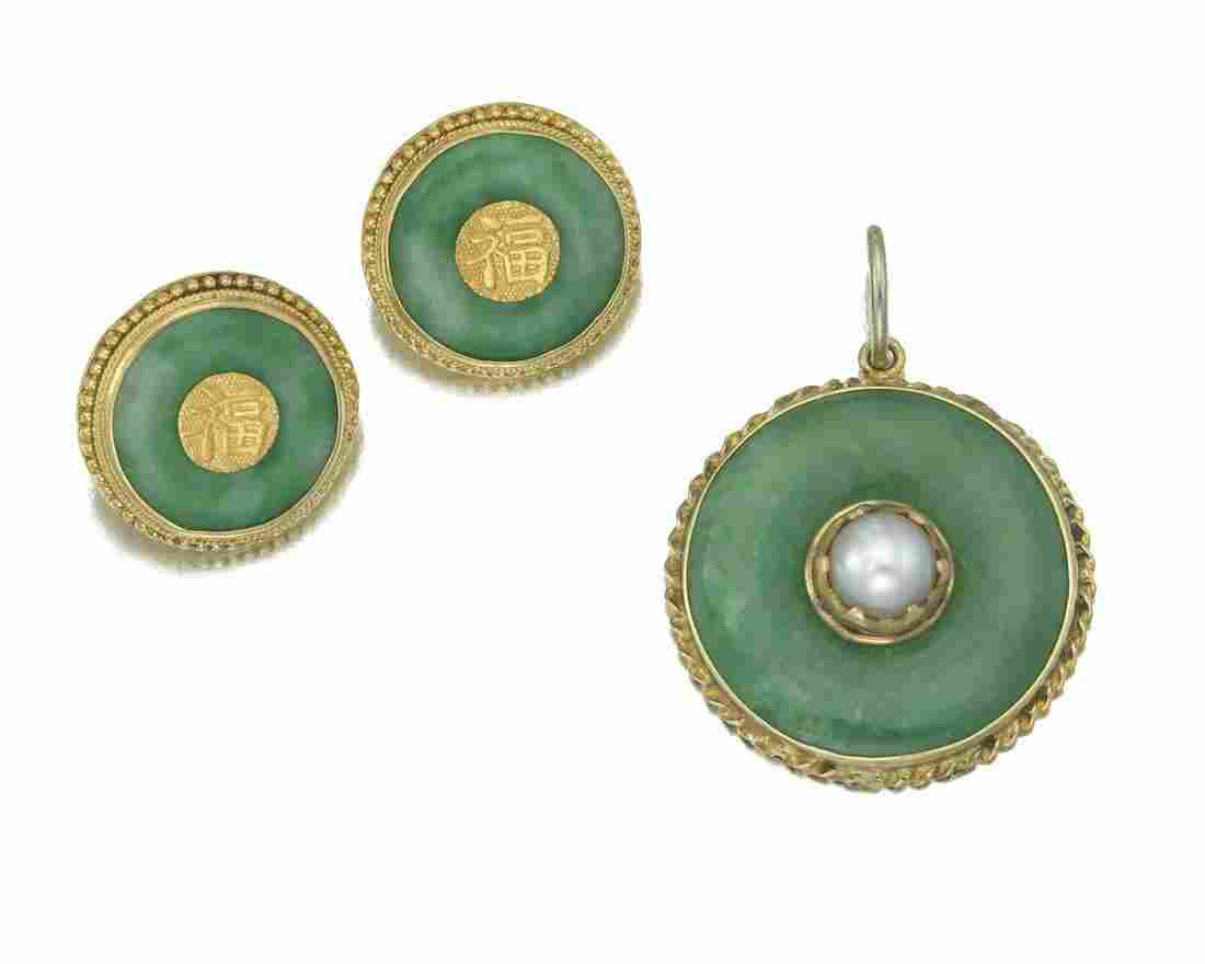 A group of Chinese jadeite jewelry items