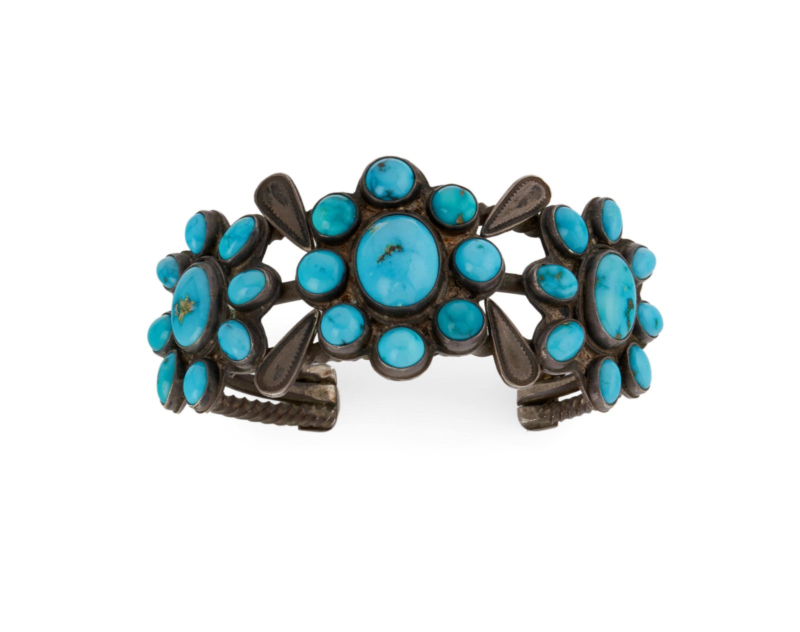 An early Zuni cluster-style bracelet