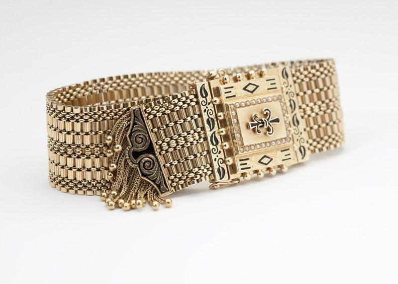 1003: A Victorian gold mesh slide style bracelet