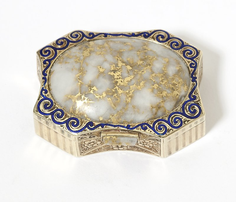 1015: A gold in quartz, enamel and gold pillbox