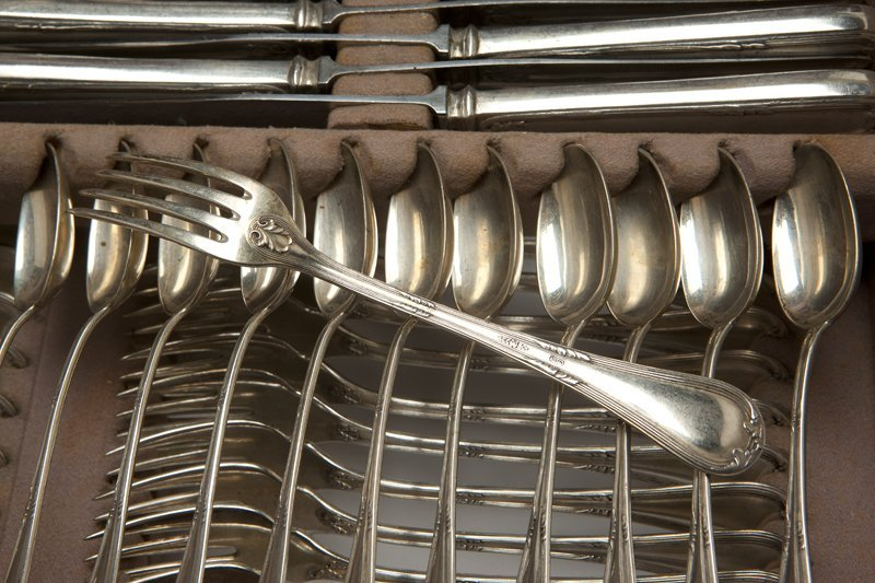 1075: An Italian .800 silver flatware service for twelv - 3