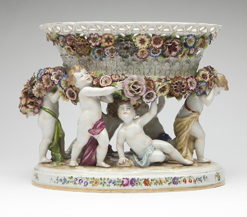 1017: A Schierholz porcelain center bowl on stand