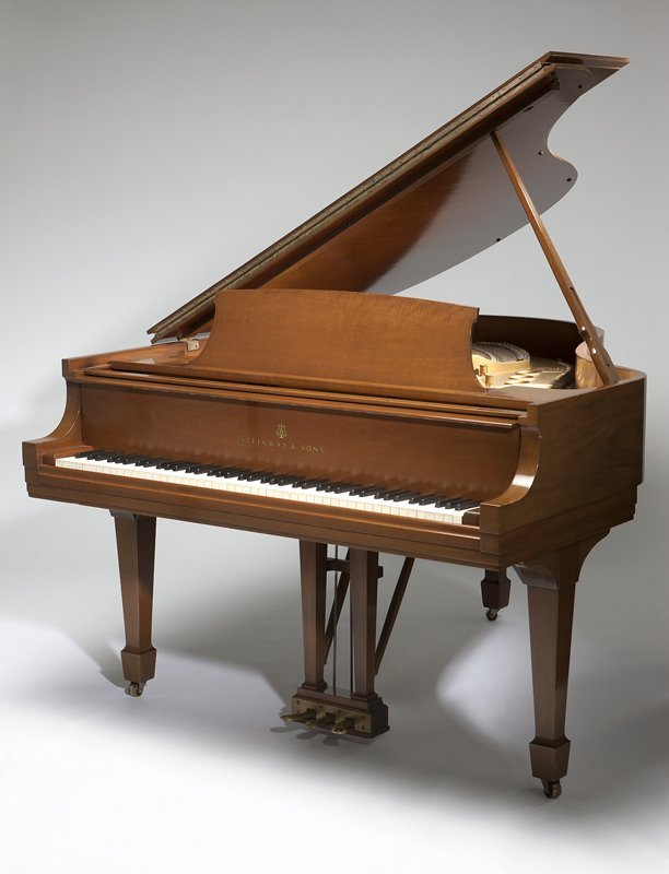 1129: A Steinway & Sons Model M grand piano