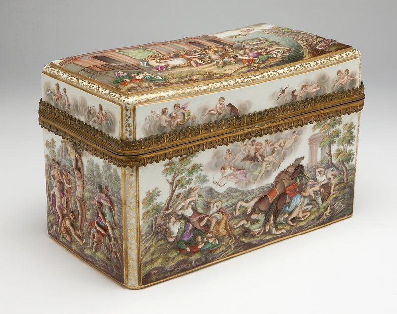 1002: A Meissen gilt metal-mounted porcelain table box