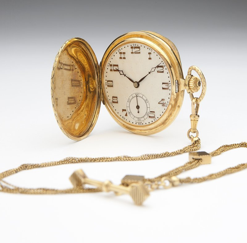 1109: A French gents' 18K gold pocket watch and fob