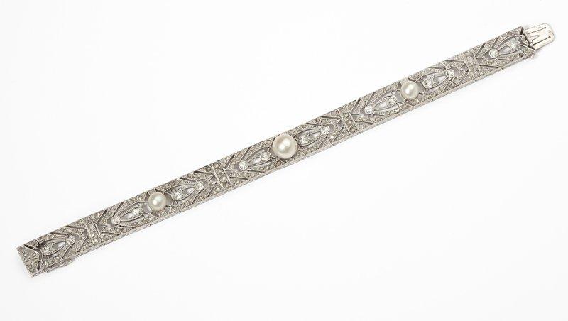 1114: A Belle Epoque diamond and pearl bracelet