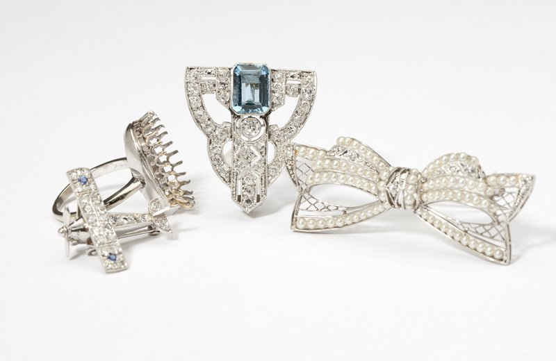 1117: A group of four Art Deco jewelry items