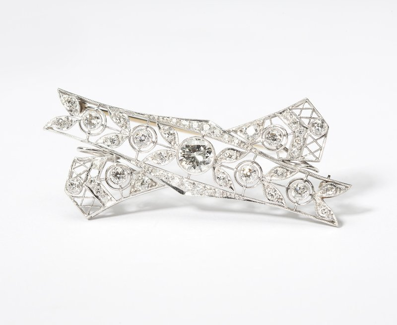 1120: An Art Deco diamond and platinum bow brooch