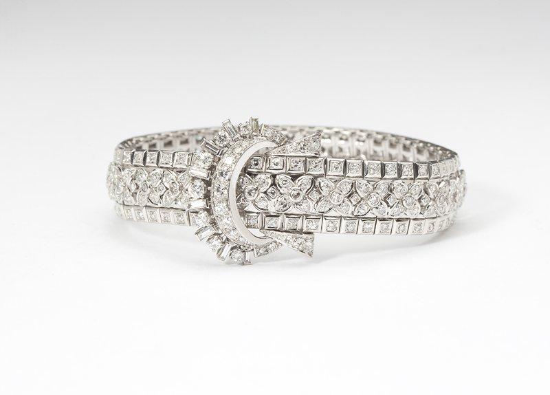1123: A French Art Deco diamond and platinum bracelet