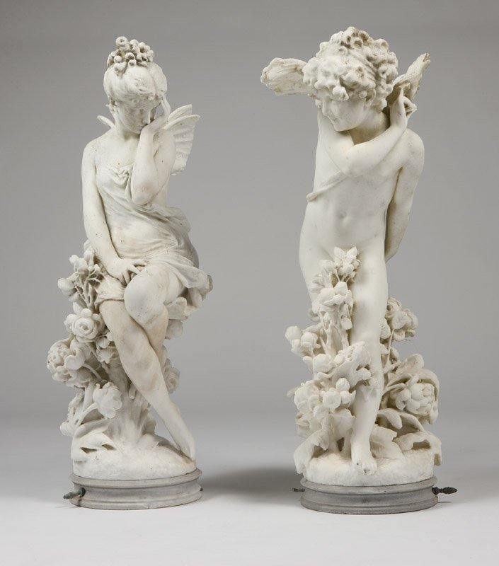 1018: A pair of carved marble garden statues