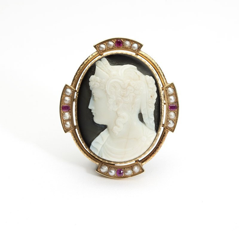 A French carved agate cameo