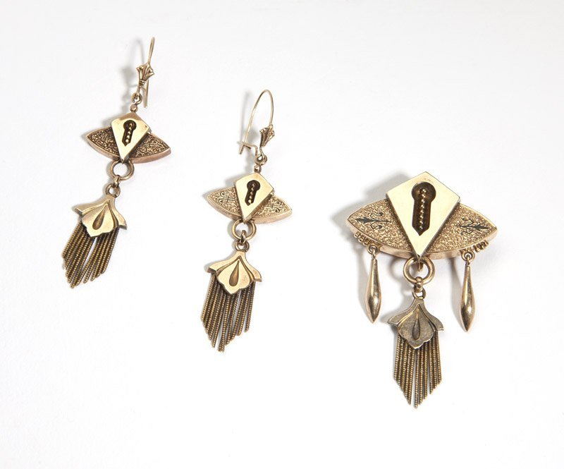 A set of Victorian gold jewelry