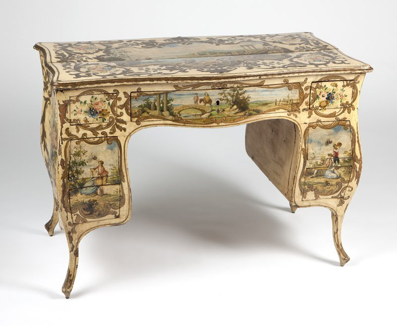 An Italian Rococo style painted bedroom set - 7