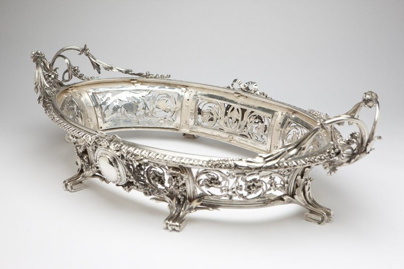 A monumental Christofle silver-plated jardiniere - 3
