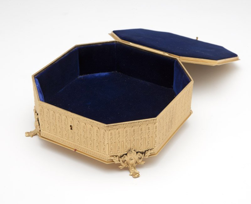 A French gilt bronze casket - 2