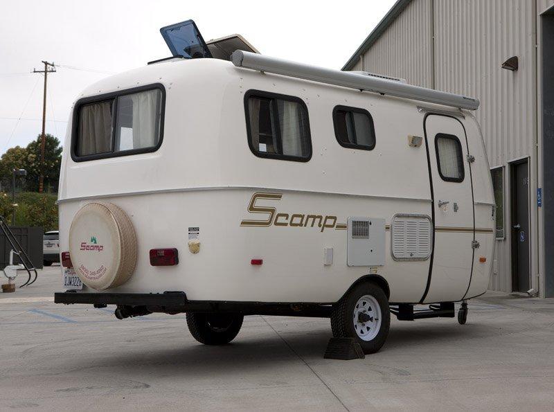 A 2007 Scamp DLX 16' camping trailer