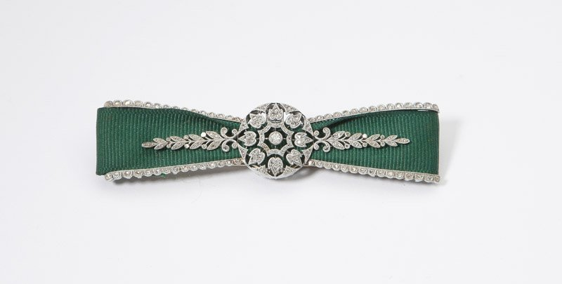 An Edwardian diamond and ribbon bow brooch