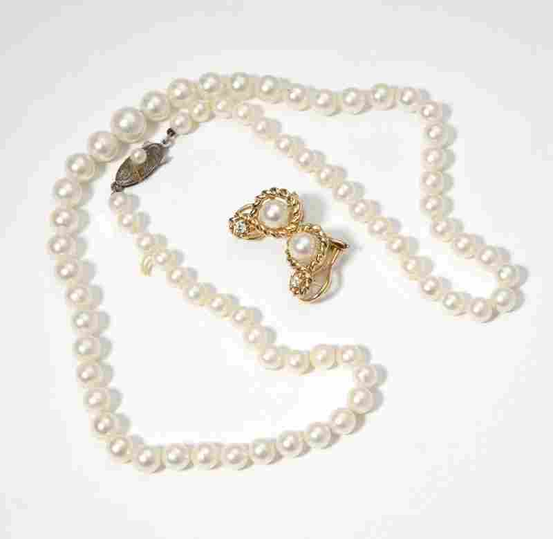 A group of cultured pearl jewelry items