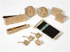 A group of gold gent's items