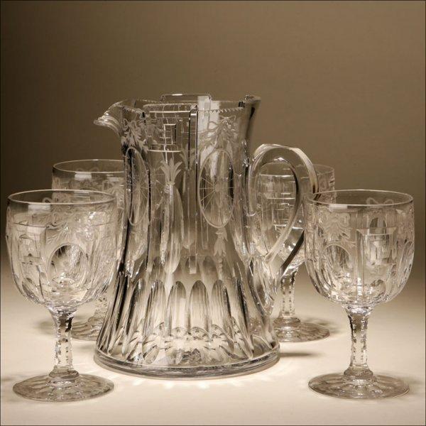 1019: A FIVE PIECE GLASS BEVERAGE PITCHER / GOBLET SET