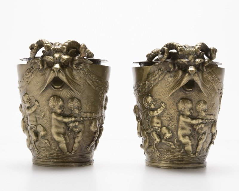 A pair of French bronze cachepots - 2