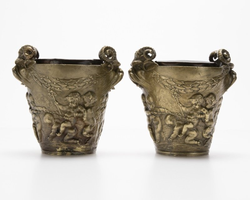 A pair of French bronze cachepots - 3