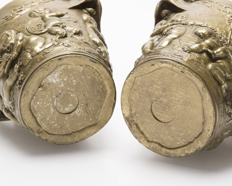 A pair of French bronze cachepots - 4