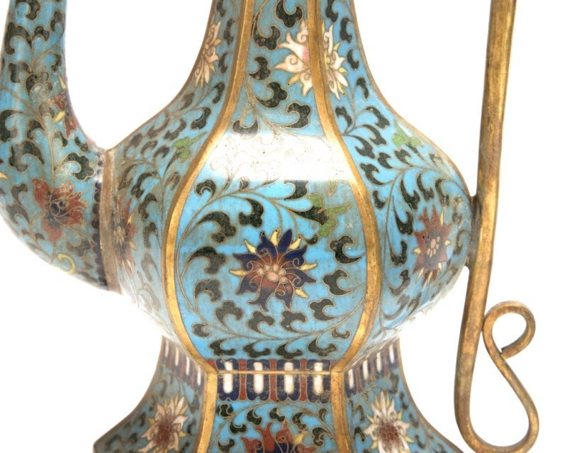 A pair of Chinese cloisonne ewers - 2