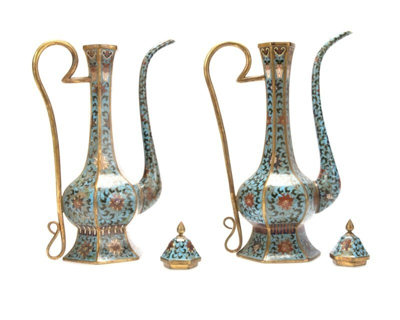 A pair of Chinese cloisonne ewers - 3