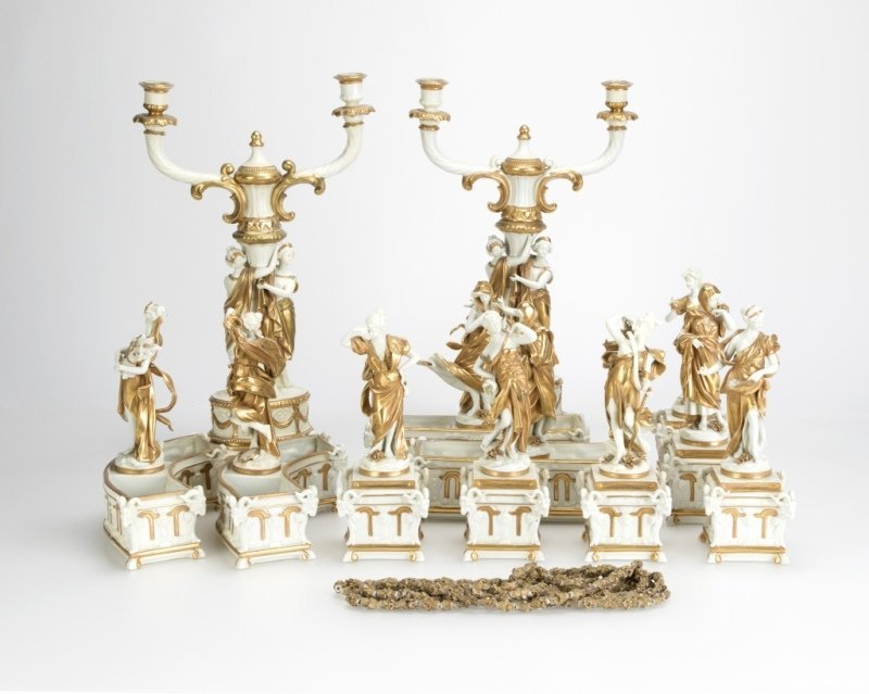 A Capodimonte-style porcelain table garniture set