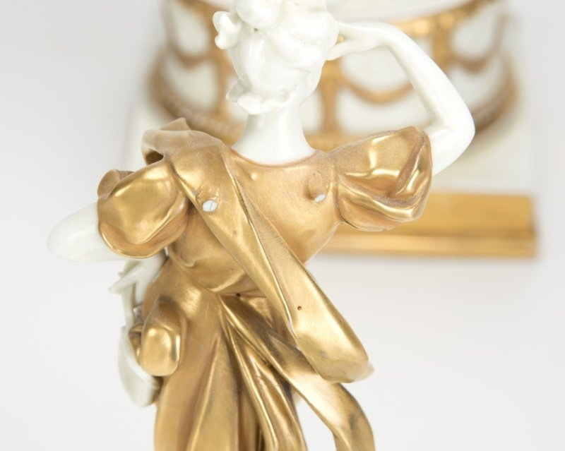 A Capodimonte-style porcelain table garniture set - 2